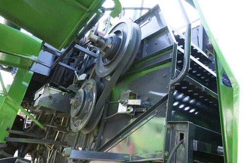 中國收獲4LZ-7A自走輪式谷物聯合收割機細節