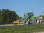 道依茨拖拉机与阿玛松机具作业