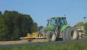 道依茨拖拉機與阿瑪松機具作業