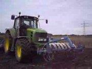 迪尔7430拖拉机与雷垦播种机作业视频