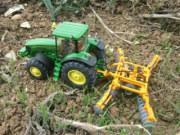 我的拖拉机模型能下地干活!