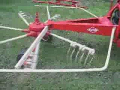 库恩Schwader型搂草机演示效果