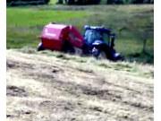 纽荷兰拖拉和威力格尔打捆机