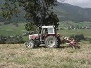 斯太尔拖拉机和库恩搂草机