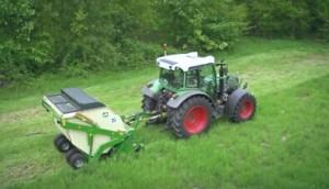 阿玛松牵引式割草机作业视频
