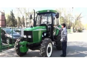 天拖铁牛TN系列拖拉机操作视频