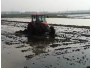 富尔农机折叠式水田耙浆机作业视频