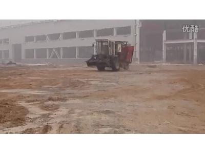 英虎2015款茎穗兼收机试车视频
