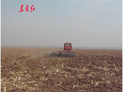 东方红1002履带拖拉机联合整地作业视频