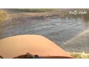 东方红1804拖拉机涉水作业视频