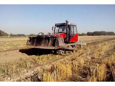 东方红YTO-C1402履带拖拉机在乌兹别克斯坦作业视频