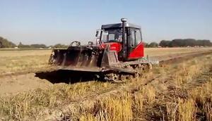 東方紅YTO-C1402履帶拖拉機在烏茲別克斯坦作業視頻