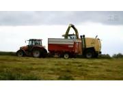 凯斯纽荷兰804拖拉机玉米收割机作业视频